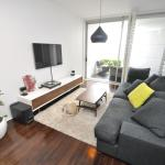 Darlinghurst Self-Contained Modern One-Bedroom Apartment (313 BUR), Sydney