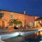 Hotel Pictures: Le Mas De Gleyzes, Lédenon