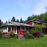 Hotel Pictures: Island Village Properties at South Chesterman's Beach, Tofino