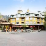 Hotel Pictures: Whistler Town Plaza by Whiski Jack, Whistler