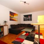 Hotel Pictures: Private Apartment Kiefernweg (5702), Hannover