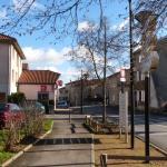 Hotel Pictures: Résidence privative de 3 meublés de caractère, Saint-Genis-les-Ollières