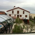 Hotel Pictures: Refugio La Covatilla I,II y III, La Hoya