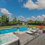 Hotel Pictures: Luxury Modern Villa, Coteau-du-Lac