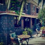 Hotel Adonis, Mythimna