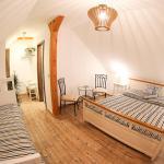 Hotel Pictures: Penzion Recall, Troskovice