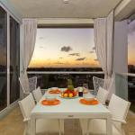 Hemingway Holiday Penthouse South,  Deerfield Beach