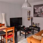 Hotel Pictures: Appartement Elbeuf, Elbeuf