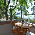 Hotel Pictures: Lakeside Retreat Upper Suite, Winfield