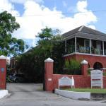 Hotelbilleder: Charming Old World Apartment, Bridgetown