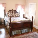 The Coolidge Corner Guest House: A Brookline Bed and Breakfast, Brookline