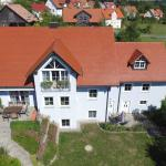 Hotel Pictures: Ferienwohnung Familie Fellner, Neualbenreuth
