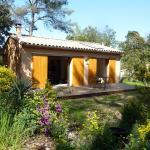 Hotel Pictures: Maisonnette Dans Les Bois, Assas