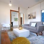 One-Bedroom House on Venice Boulevard, Los Angeles