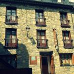 Hotel Pictures: Pensio Casat, Salardú