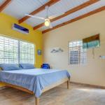Hotel Pictures: Oceanus Cabanas, Dangriga