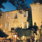 Hotel Pictures: Château d'Arpaillargues Châteaux et Hôtels Collection, Uzès