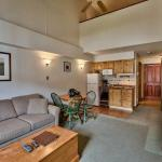 Hotel Pictures: Hearthstone Lodge Village Center Apartment HS336 British Columbia, Sun Peaks