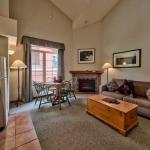 Hotel Pictures: Hearthstone Lodge Village Ctr - HS402, Sun Peaks