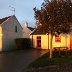 Hotel Pictures: Ballylinny Holiday Cottages, Bushmills