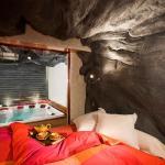 Hotel Pictures: Chalet The Canadian, Le Monêtier-les-Bains