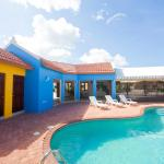 Yellow Cunucu Villa With Pool,  Noord