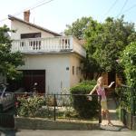 Apartment house with garden, Belgrade