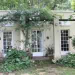 Bourbon Rose Country Cottage, Hilton