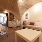 Hotel Pictures: Appartement Les Pierres Voûtées, Uzès