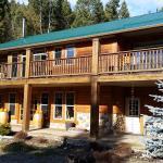 High Rim Vacation Suites,  Kelowna