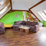 Hotel Pictures: Apartments attic with garage, Znojmo