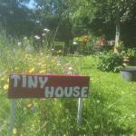 """Hotel Pictures: Tiny House """"Les Vallées"""", Saint-Quentin-sur-le-Homme"""
