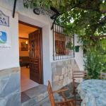 Hotel Pictures: Holiday home Casa Launa, Pitres