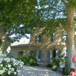 Hotel Pictures: Villa 6 - Paradou, Paradou