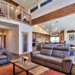 5 Bedroom/4 Bath Modern Heavenly Home Vacation Rental, South Lake Tahoe
