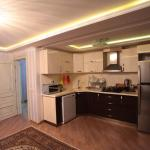 Hotel Pictures: Lux Apartment on Dilara Aliyeva 241, Baku