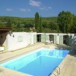 Hotel Pictures: Maison De Vacances - Villecroze, Villecroze