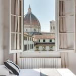 Alfani White, Florence