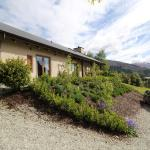 The Paddock Straw Bale Luxury Holiday House, Queenstown