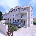 Two-Bedroom Apartment in Silo III, Šilo