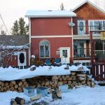 Hotel Pictures: Mountain Driftwood Lodging, Valemount