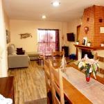Hotel Pictures: Casa Rural Els Estanys, Capmany