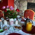 Hotel Pictures: Mill Bay Shores Bed and Breakfast, Mill Bay