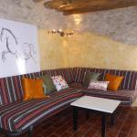 Hotel Pictures: Apartamento Casa Paco, Almazorre