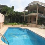 Hotel Pictures: Villa Avec Piscine, Abidjan