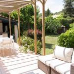 Hotel Pictures: Villa Les Chênes, Fuveau