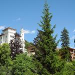 Hotel Pictures: Chateau Des Magnans 12, Jausiers
