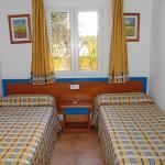 Hotel Pictures: Villas Amarillas V3D AC 03, Cala Santandria