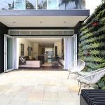 Modern family home 10 minutes walk to Bondi Beach, Sydney
