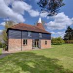 Farm Stay Kings Bank Oast House,  Beckley